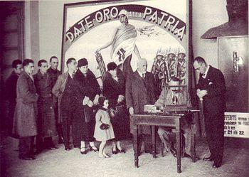 350px-Oro_alla_Patria,_consegna_delle_Fedi_d'oro