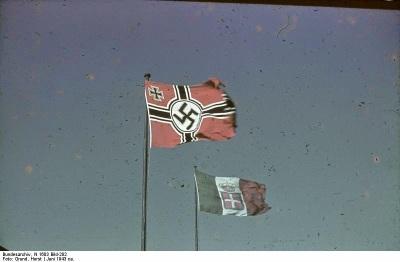 Bundesarchiv_N_1603_Bild-282%252C_Rom%252C_Botschaft%252C_deutsche_und_italienische_Flagge.jpg